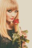 Make-upgriffe des Mädchens der Frau rosafarbene Blume der herrlichen dunklen Lizenzfreie Stockbilder