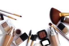 Make-uphulpmiddelen en toebehoren De Browoogschaduw, naturel vilt stichting voor schone ton op gezicht, nagellak, samenstellingsb Royalty-vrije Stock Foto's