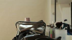 Make-uplijst in een professionele studio stock footage