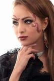 Make-upmädchen-Halskettenohrringhand Lizenzfreie Stockfotos