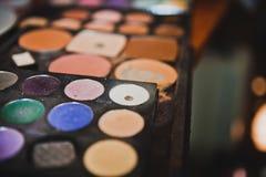 Make-uppinsel und -kosmetik Lizenzfreies Stockfoto