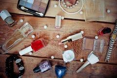 Make-uptoebehoren op houten Stock Foto's
