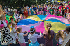 Makeevka,乌克兰- 2017年8月26日:孩子参加晚上比赛 免版税库存照片