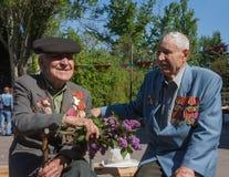 Makeevka, Украина - 7-ое мая 2014: Ветераны durin Второй Мировой Войны стоковое изображение rf