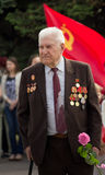 Makeevka, de Oekraïne - Mei, 9, 2012: Veteraan van Wereldoorlog II tijdens Royalty-vrije Stock Foto's