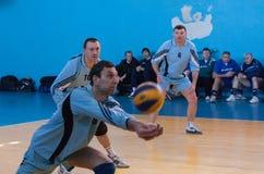 Makeevka, Ucrânia - 26 de fevereiro de 2013: Voleibol do episódio do jogo foto de stock royalty free