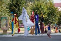 Makeevka, Ucrania - agosto, 25, 2012: Gente en traje y en s imagen de archivo libre de regalías