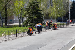 Makeevka, Ukraine - April 27, 2017: Communal workers clean the city Royalty Free Stock Photos