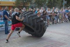 Makeevka, Ukraine - 25. August 2018: Athleten konkurrieren in der Straße lizenzfreies stockfoto
