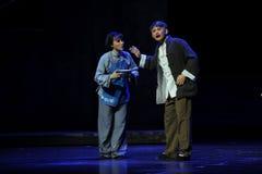 Maken och frun diskuterar den motåtgärdJiangxi operan en besman Royaltyfria Bilder