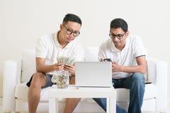 Makend geld online Stock Fotografie
