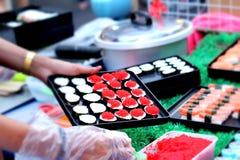 Makend Japanse sushi traditioneel - Japans voedsel Royalty-vrije Stock Fotografie