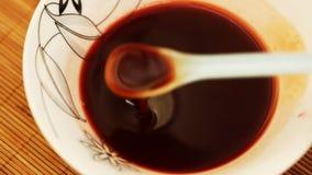 Makend zoete wijnstoksaus - close-up stock videobeelden