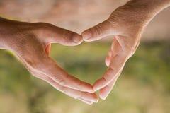 Makesymbol παλαιών χεριών της καρδιάς στοκ εικόνες