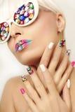Makeup και μανικιούρ με τα κρύσταλλα Στοκ Φωτογραφία