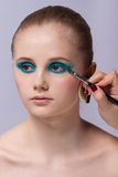 Makeup. Καλλυντικό. Εφαρμογή της σύνθεσης Στοκ φωτογραφία με δικαίωμα ελεύθερης χρήσης