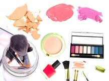 makeup Σύνολο σύνθεσης Κολάζ, lipgloss, κραγιόν, ρουζ, σκιές ματιών, eyeliner, ίδρυμα που απομονώνεται σε ένα άσπρο υπόβαθρο Στοκ Φωτογραφία