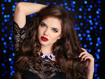 makeup όμορφη γυναίκα πορτρέτου brun κόσμημα μόδας Προκλητικός Στοκ φωτογραφίες με δικαίωμα ελεύθερης χρήσης