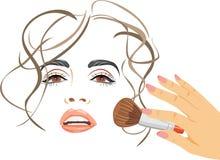 makeup Να ισχύσει κοκκινίζει με μια βούρτσα Στοκ εικόνες με δικαίωμα ελεύθερης χρήσης