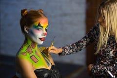 Free Makeup Artis Puts A Aqua Makeup On A Beautiful Lady Stock Photos - 154531233