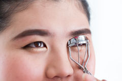 Makeup artist using eyelash curler Royalty Free Stock Photos