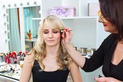 Makeup artist at work in salon Royalty Free Stock Photos