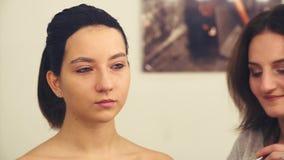 Makeup artysty narządzanie rysować na twarzy zbiory