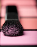Makeup brush and cosmetic powder close up Royalty Free Stock Photos