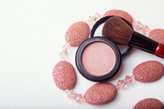 Makeup brush and cosmetic powder Royalty Free Stock Photography