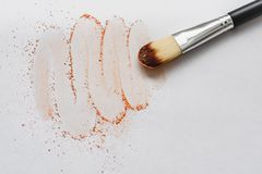 Free Makeup Brush With Beige Powder Isolated On White Background. Makeup Artist Tool. Royalty Free Stock Photos - 129837148