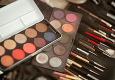 Makeup brushes and make-up eye shadows Royalty Free Stock Photography