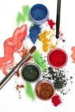 makeup Collage över vit bakgrund _ Färgrikt blänka lipgloss rouge, ögonskuggor, på en vit bakgrund Royaltyfri Fotografi