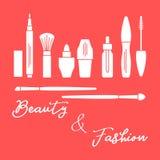 makeup Decoratieve schoonheidsmiddelen, kosmetische olie De modestijl van de glamourmanier Eyeliner, borstels, lippenstift, kosme vector illustratie