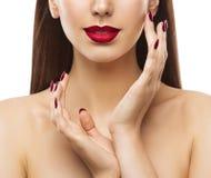 Makeup dos pregos beleza, modelo dos bordos da mulher, cara e cuidados com a pele das mãos imagem de stock royalty free