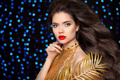Makeup. Hairstyle. Beautiful brunette girl. Gold Fashion Model i Stock Images