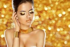 makeup juwelen Glamdame Het meisje modelo van de schoonheidsmanier stock afbeeldingen
