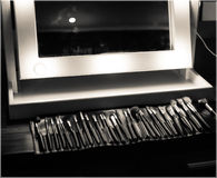 Makeup lustro i stół obraz stock