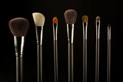 Makeup muśnięcia na czarnym tle fotografia stock