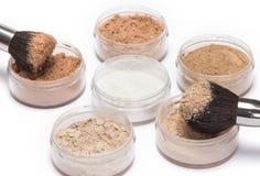Makeup muśnięcia z luźnym kosmetyka proszkiem Zdjęcie Royalty Free