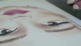 Makeup na twarzy mapie: makijażu artysta maluje rzęsy zbiory wideo