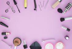 Makeup och skönhetsmedel sänker lägger med kopieringsutrymme Arkivbilder
