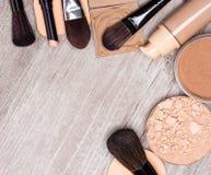 Makeup produktów skóry wyrównujący out brzmienie i cery rama fotografia stock