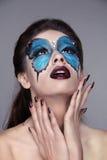 Makeup. Robiący manikiur gwoździe. Mody twarzy sztuki portret. Piękny mo Fotografia Stock