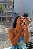 makeup som sätter kvinnan Fotografering för Bildbyråer