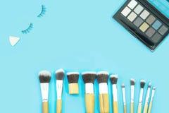 Makeupborstar, dagliga sminkhjälpmedel arkivfoton