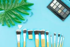 Makeupborstar, dagliga sminkhjälpmedel royaltyfria foton
