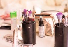 Makeupborstar och tillbehör arkivbild