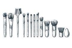 Makeupborstar skissar illustrationen Kvinnliga skönhetsmedeldesignbeståndsdelar Hand drog isolerade skönhethjälpmedel vektor illustrationer