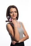 Makeupkonstnär med borstar i hand Royaltyfria Bilder