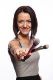 Makeupkonstnär med borstar i hand Arkivfoto